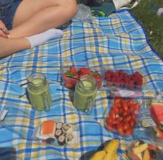 Picnic Date, Summer Picnic, Summer Aesthetic, Aesthetic Food, Picnic Pictures, Comida Picnic, Indie Kids, Dream Life, Summertime
