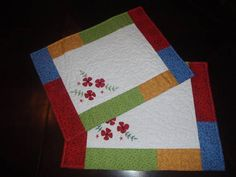 Jogo americano alegria   confeccionado em tecido de algodão nacional e manta acrílica, quilt livre feito a maquina e aplicação de flores.  Pode ser vendido uma unidade ou em pares.  R$ 20,00 cada unidade. R$ 20,00