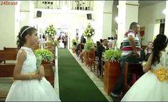 Vídeo mostra homem atirando contra pai e filho durante casamento em igreja