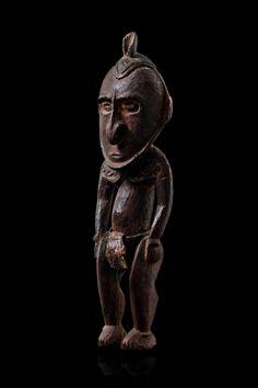 Small standing ancestor figure Papua New Guinea - Sepik