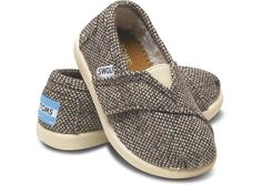 TOMS- cute for baby boy and baby girl! every baby should have a pair of TOMS, lol Bebe Love, Tom Love, Cute Outfits For Kids, Baby Boy Outfits, Cute Kids, Baby Boy Fashion, Kids Fashion, Tiny Toms, Kid Styles