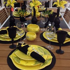 Beautiful Table Settings, Wedding Table Settings, Dinner Sets, Dinner Table, Table Setting Design, Yellow Table, Table Set Up, Dinner Is Served, Deco Table
