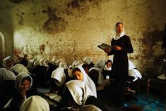 The big picture: Afghanistan's largest state school for girls, Herat, 2009 Schools Around The World, People Of The World, Intimate Photos, State School, Cultural Diversity, Afghanistan, Contemporary Photography, Islamic Pictures, Close Up Photos