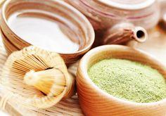 ¿Conoces la diferencia entre el té matcha y el té verde? Descubre qué es el té matcha y en qué se diferencia del té verde. También te contamos sus beneficios para la salud y dónde puedes encontrarlo. #Te #TeVerde #TeMatcha #SanaSanaFamily #DraReinaLamardo