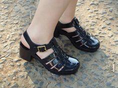 http://www.coisadalud.com.br/2015/10/look-saia-rodada-kimono-e-chunky-sandals.html