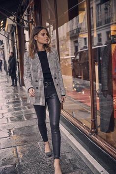Frühling / Sommer Mode die karierte Jacke – Outfits und Inspiration – no time for style Classic reinterpreted: the plaid jacket – outfits and inspiration – no time for style Fashion Mode, Fashion Week, Look Fashion, High Fashion, Lolita Fashion, Woman Fashion, Fashion 2020, Mode Outfits, Fall Outfits