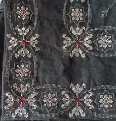 Beaded Embroidery, Cross Stitch Embroidery, Cross Stitch Rose, Diy And Crafts, Couture, Fabrics, Crochet, Handmade, Hgtv