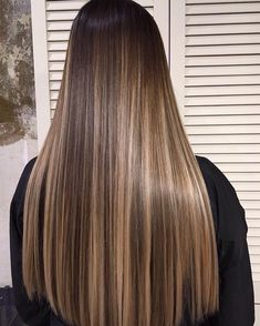 - nail and hand care in 2019 cabello, balayage cabello castañ Brown Hair With Blonde Highlights, Brown Hair Balayage, Hair Color Balayage, Blonde Highlights On Dark Hair, Blonde Honey, Honey Balayage, Hair Colour, Gorgeous Hair Color, Beautiful Long Hair