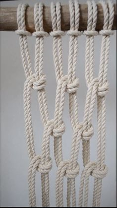 Macrame Knots: The Half Hitch - Want to make a wavy pattern? Use the Half Hitch macrame knot give a new dimension to your macrame p - Macrame Design, Macrame Art, Macrame Projects, Micro Macrame, How To Macrame, Macrame Supplies, Diy Macrame Plant Hanger, Macrame Wall Hanging Patterns, Free Macrame Patterns