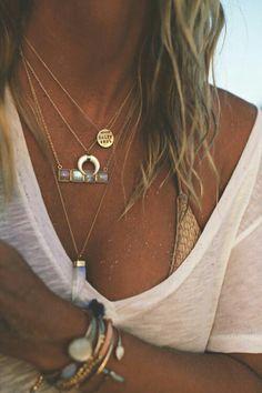 Quels sont les bijoux tendance qu'on va porter cet été? Voici les dernières tendances en matière de bijoux fantaisie de créateurs à petit prix. Des accessoires qu'ilsaccompagneront dél…