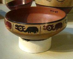 Nasca, Un plato                             de la cultura Nazca con el diseño de llamas                             o vicuñas
