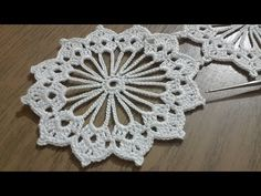This beautiful crochet cord pattern is based on a lush lace ribbon. It is a popular crochet project because it beautifies objects and accessories. Crochet Shell Stitch, Crochet Motifs, Crochet Flower Patterns, Crochet Doilies, Crochet Flowers, Crochet Lace, Crochet Butterfly, Butterfly Pattern, Silk Flowers
