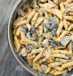In 30 minutes you have a creamy and delicious pasta that your whole family will enjoy! #pasta #chicken #mushrooms #blue #cheese
