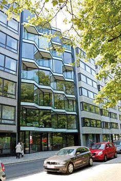 Résidence Blue Flame : habitation collective avec espace commercial  EuphrosinaBeernaertstraat 50-52, Ostende Bureau d'architecte: Kris Vandecasteel www.krisvandecasteele.be Belgique 2013 #architecture #projet