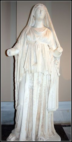 Antianaks'ın kızı Kleopatra heykeli - Statue of Cleopatra daughter of Antianaks  Limenas - Thasos  İstanbul arkeoloji müzesi