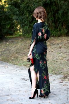 Lovely dark floral dress: Silk: Geisha: Very vintage Pretty Outfits, Pretty Dresses, Beautiful Outfits, Cute Outfits, Gorgeous Dress, Classy Outfits, Fall Outfits, Summer Outfits, Look Fashion