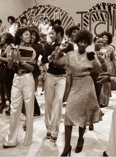 LOVE, PEACE, AND SOUL   I LOVE THE 70s  —- Soul Train Dancers