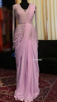 Dress Wrap Pattern Outfit Ideas For 2019 Saree Draping Styles, Saree Styles, Drape Sarees, Drape Gowns, Party Wear Dresses, Dress Outfits, Fashion Dresses, Indian Designer Outfits, Designer Dresses