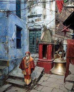 Red sadhu inside blue street of Varanasi Photo by Serge Bouvet — National Geographic Your Shot Goa, Street Photography People, Photography Ideas, Color Photography, Namaste, India Street, Mother India, National Geographic Travel, Bay Of Bengal
