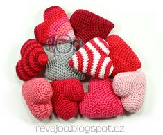 Discover recipes, home ideas, style inspiration and other ideas to try. Easy Crochet Patterns, Crochet Stitches, Free Crochet, Crochet Beanie, Crochet Hats, Crochet For Beginners, Crochet Fashion, Learn To Crochet, 4th Of July Wreath
