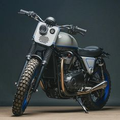 Ever since we first laid our sweaty little hands on Triumph's new Bonneville range, we've been itching to see what customisers would do with them. Xt 600 Scrambler, Scrambler Custom, Triumph Scrambler, Triumph Bonneville, Tracker Motorcycle, Motorcycle Headlight, Scrambler Motorcycle, Motorcycle Paint, Bobber