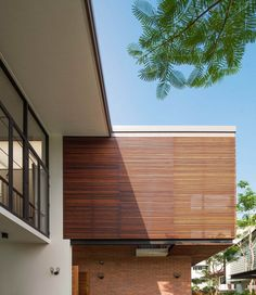 """A Tour Of The Amazing """"Lobster House"""" By Puchong Satirapipatkul Bungalow House Design, Modern House Design, Lobster House, Thai House, Tropical Architecture, Loft House, Wood Slats, Minimalist Decor, House Tours"""