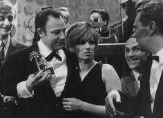 """Il """"Leone di Sanremo"""" se lo aggiudicano Claudio Villa e Iva Zanicchi con """"Non pensare a me"""", 1967; è l' anno in cui Luigi Tenco si toglie la..."""