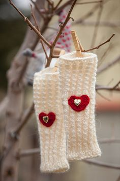 Valentines Gift Mittens for Beloved Warm White Wool by Monpasier