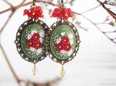 VENTE ! Uniques et élégants verts boucles d'oreilles en polymère Clay.Flowers en rouge, rose tendre et blanc. Décoration - pierres naturelles Agate, Quartz.