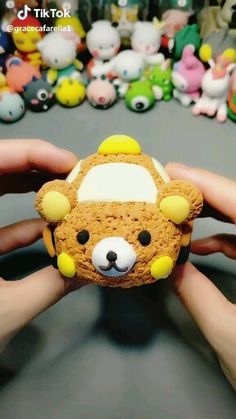 Figurine en fimo en forme de voiture ours kawaii – Hobbies paining body for kids and adult Polymer Clay Kawaii, Polymer Clay Crafts, Polymer Clay Animals, Polymer Clay Miniatures, Polymer Clay Creations, Diy Clay, Polymer Clay Figures, Clay Videos, Cute Clay