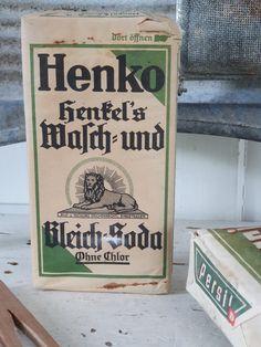 Antiek pak HENKO Was en Bleek-Soda. Persil/Henkel. ca. 1930. In Oud Duits! | Oude Verpakkingen; Waspoeder, Winkelblikken, Reclame etc. | Decofrills, Brocante Antiek Stoer Industrieel Nostalgisch Retro Vintage Was, Grocery Store, Retro Vintage, Old Things, Writing Fonts