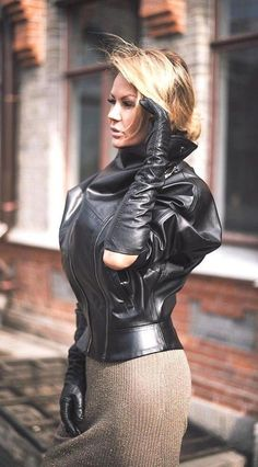 Black Leather Gloves, Leather And Lace, Sexy Outfits, Fall Outfits, Elegant Gloves, Gloves Fashion, Leder Outfits, Long Gloves, Latex Dress