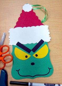 Grinch Christmas Tree Ornament 40 Christmas Crafts Ideas Easy for Kids to Make - Big DIY IDeas Grinch Party, Le Grinch, Grinch Christmas Party, Preschool Christmas, Noel Christmas, Christmas Activities, Christmas Crafts For Kindergarteners, Grinch Mask, Grinch Stuff