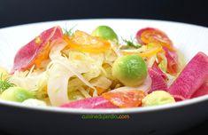 Cette salade est vraiment excellente, très fraîche et les différentes saveurs s'accordent parfaitement. Pour remettre des couleurs à l'hiver, et faire le plein de vitamines ! Saveur, Cabbage, Spaghetti, Vegetables, Ethnic Recipes, Food, Simple Recipes, World Cuisine, Lawyer
