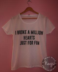 Ręcznie malowana koszulka. Koszulkę można kupić na FB: https://www.facebook.com/Neejsii . Zapraszam! :)