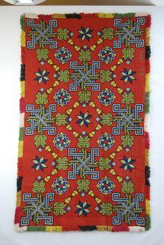 traditionellt mönster på tvistsömnad inköpt på loppis för 70 kr. Jag räddade den!