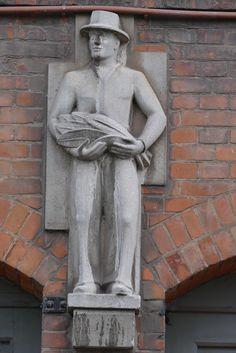 Hamburg Germany, Garden Sculpture, Statue, City, Sculptures, Craft Work, Art, City Drawing, Cities