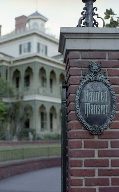 http://24.media.tumblr.com/58ec67fa676517622d0aaeecf5aca708/tumblr_miyaj9riPI1qkzw84o1_r1_500.jpg    The Haunted Mansion