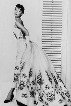 Audrey vestida de Givenchy.