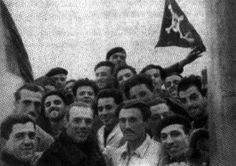 L'equipaggio dello Scirè con al centro il Comandante Borghese, fotografato al rientro della gloriosa azione di Alessandria
