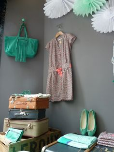 grey, mint, white - LOVE everything about this picture!