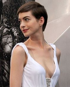 What Fans Should Know About Anne Hathaway - Celebrities Female Anne Hathaway, Anne Jacqueline Hathaway, Top Celebrities, Beautiful Celebrities, Beautiful Actresses, Celebs, Sublime Creature, Beautiful Brown Eyes, Actrices Hollywood