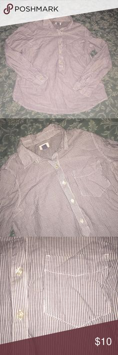 🎊SALE🎊 Old Navy Pinstripes Shirt Worn once. Like new condition. Old Navy Tops Button Down Shirts