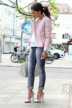 Pastel pink leather jacket, grey jeans, metallic pumps and Michael Kors bag : Pastel pink leather jacket, grey jeans, metallic pumps and Michael Kors bag Mode Outfits, Casual Outfits, Spring Outfits, Winter Outfits, Look Rose, Cuir Rose, Grey Outfit, Mode Inspiration, Celebrity Style