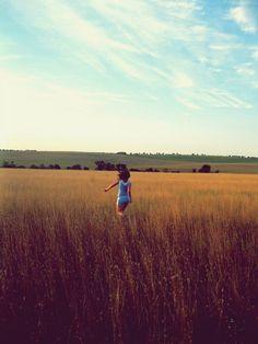 Chica en el campo.