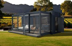 Glamtainer: a glamourous hotel room in a container!