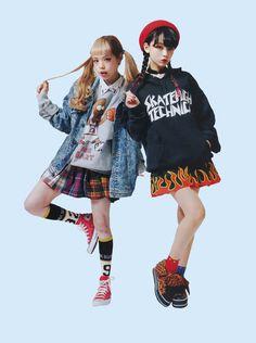 these girls pose Japanese Street Fashion, Tokyo Fashion, Harajuku Fashion, India Fashion, Mode Harajuku, Harajuku Girls, Fashion Poses, Fashion Outfits, Style Lolita