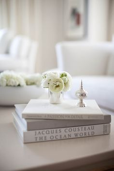the style saloniste: In San Francisco: White Out — Rooms with a Point of View  white books, silver, white flowers