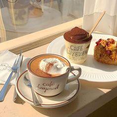 Aesthetic Coffee, Aesthetic Food, Good Food, Yummy Food, Think Food, Cafe Food, Coffee Drinks, Coffee Shop, Cravings