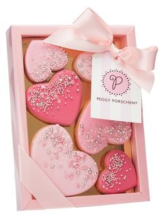 Peggy Porschen - Confetti Heart Cookies - Thank you for the hearts! Valentine's Day Sugar Cookies, Fancy Cookies, Heart Cookies, Iced Cookies, Cute Cookies, Royal Icing Cookies, Cupcake Cookies, Pink Cookies, Valentines Sweets